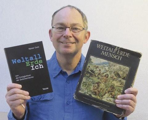 Prof. Rainer Groh. Das rechte Buch gab es in der DDR bis 1974 zur Jugendweihe.