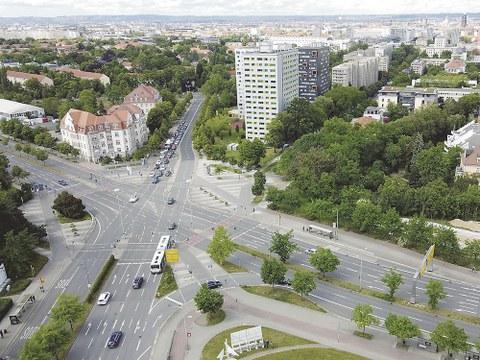 Der Fritz-Foerster-Platz soll in den nächsten Jahren umgestaltet werden. Damit das »Tor zum TUD-Campus« ein lebendiger und stimmiger urbaner Ort wird, sucht das Dresdner Stadtplanungsamt viele gute Ideen. Auch Experten der TUD sind beteiligt.