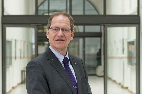 Prof. Eric Schoop.