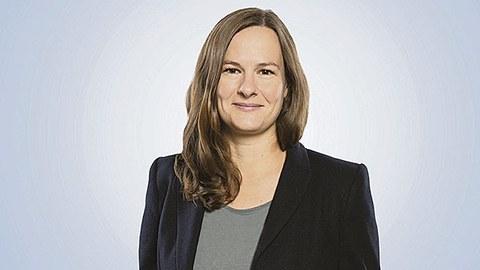 Porträt von Nadja Bauer.