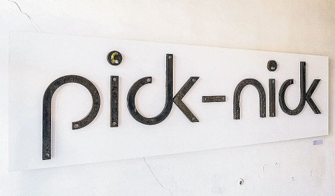 Die alte Leuchtreklame des »pick-nick«.