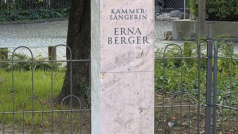 Erna-Berger-Stele in Dresden-Cossebaude.