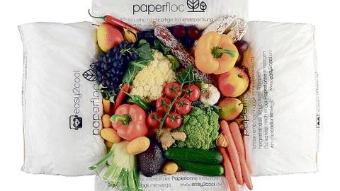 Eine Kühlbox mit verschiedenen Obst- und Gemüsesorten darin.