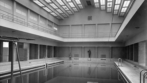Das Sachsenbad in Dresden-Pieschen, 1928/29, Architekt: Stadtbaurat Paul Wolf, steht seit 1994 leer und verfällt seitdem immer mehr.