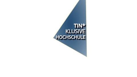 Blaues Dreieck mit weißer Schrift TIN*klusive Hochschule