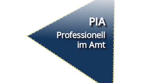 Blaues Dreieck mit weißer Aufschrift PIA - Professionell im Amt