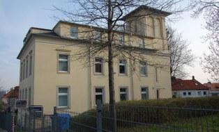 Das Bild zeigt das Gebäude der Bergstraße 69 in dem das Dezernat 4 seinen Sitz hat.