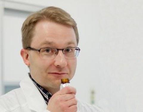 Dr. Antti Knaapila
