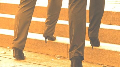 Beine und Treppe_orange
