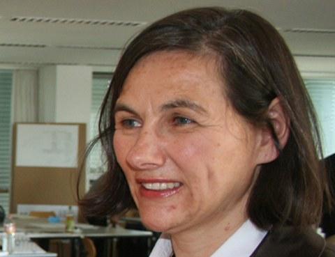 Porträt Prof. Esther Hagenlocher