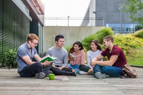 Studenten Informatikbau TU Dresden