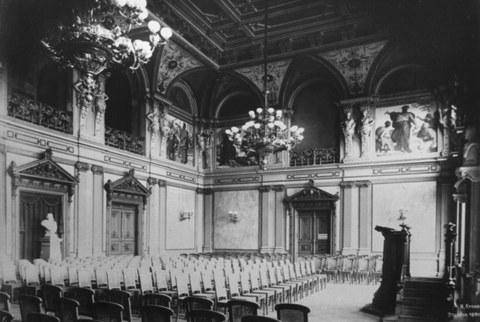 Blick in die Aula der Alten Technischen Hochschule am Bismarckplatz