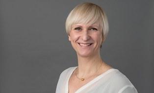 Zu sehen ist ein Porträtfoto von der Studienberaterin Antje Beckmann.