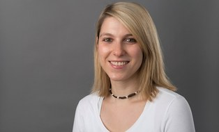 A portrait photo of student counsellor Antonia Zacharias-Weihs is shown.