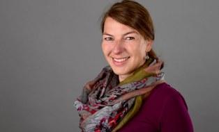 Zu sehen ist ein Porträtfoto der Studienberaterin Kira Marschner.