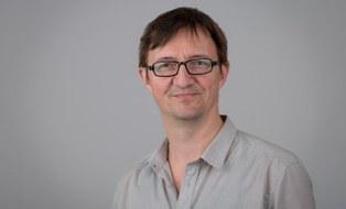 Zu sehen ist ein Porträtfoto des Studienberaters Michael Rockstroh.