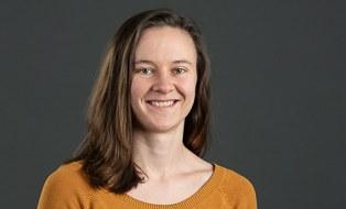A portrait photo of the employee Theresa Zakrzewski can be seen.