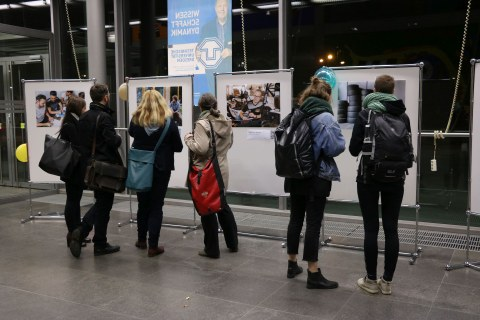 "Visitors to the Diversity Days 2018 in front of the barrier-free photo exhibition ""TU Dresden - we l(i/o)ve diversity"""
