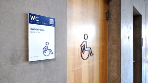Photo of the barrier-free guidance and orientation system on a wheelchair-accessible toilet