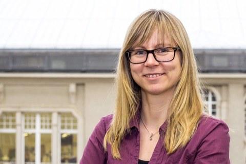 Das Bild zeigt ein Portrait einen Frau, Dr. Anja Winkler.