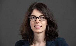 Das Foto zeigt die Porträtaufnahme von Grit Kühlborn