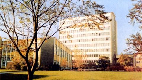 PHD-Hochhaus und Hörsaalanbau - Lehrgebäude II