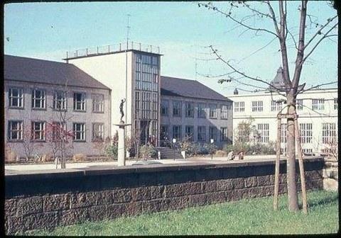 Der fertig gestellte Barkhausenbau an der Helmholtzstraße.