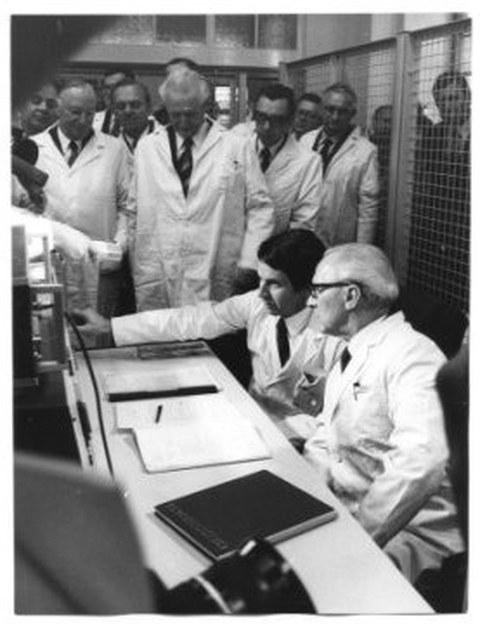 Im Rahmen der Feierlichkeiten zur 150-Jahr-Feier 1978 wurde der Ausbildungskernreaktor im Beisein von Erich Honecker, Staatsratsvorsitzender der DDR durch Prof. Adam eingeweiht.