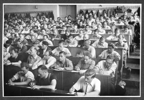 Semesterbeginn des Fernstudiums 1954