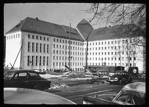 Das ehemalige Landgerichtsgebäude nach dem Wiederaufbau um 1961.