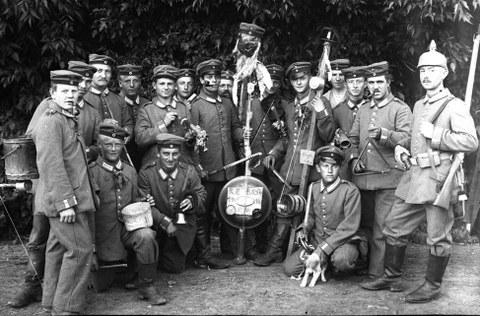 Junge Soldaten wahrscheinlich in Rumänien um 1916 /NL Beyer, Nr. 84/