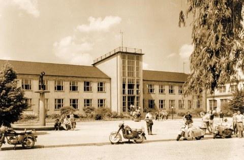 Barkhausen-Bau, Bauzeit von 195o bis 1961
