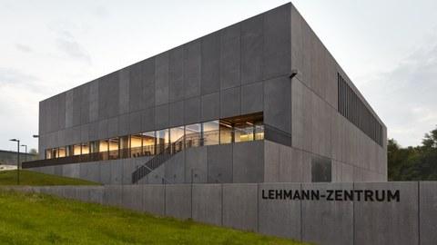 Das Gebäude des Lehmann-Zentrums (Rechenzentrum) an der TU Dresden